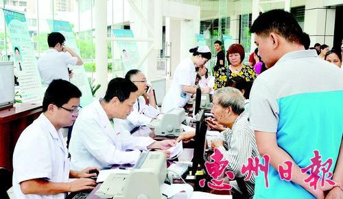 """中大惠亚医院举办首个""""中国医师节""""义诊活动"""