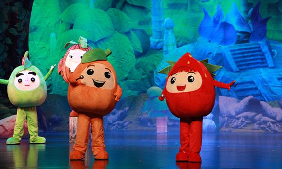 """是全国首个定位于""""儿童喜剧"""",首个以水果为原型的动漫人偶舞台剧."""
