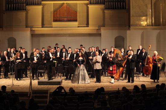 管弦乐团在以俄罗斯爱乐乐团成熟的组织结构为基础