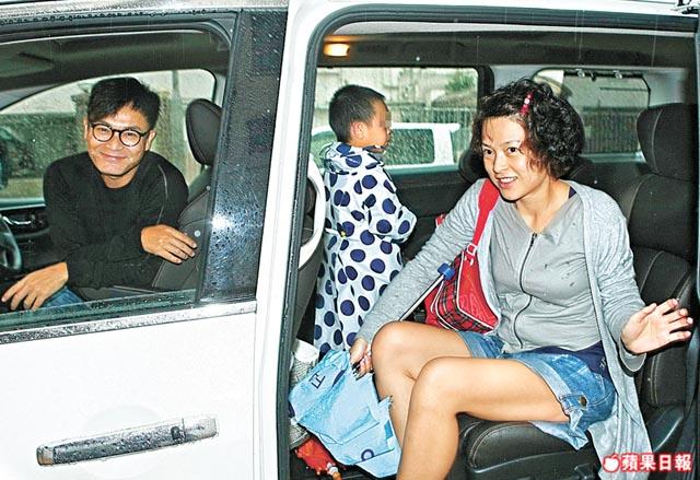 绑架案恐慌爸妈紧张 郭晋安夫妻档一起接送儿子