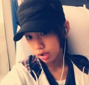 闫妮13岁女儿手机自拍照曝光
