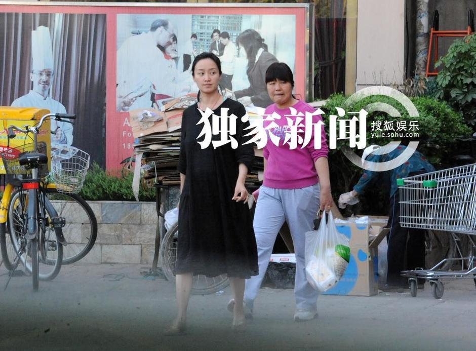 赵子琪挺大肚再次怀孕 wbr 素面朝天逛超市皮肤暗淡高清图片
