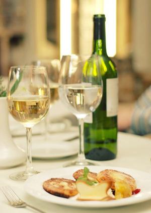 避免橡木桶陈酿葡萄酒   采用橡木桶陈酿的葡萄酒都带有浓重的橡木味