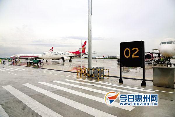 通过协调指挥,惠州机场用3个c类停机位保障了4架c类飞机过站.