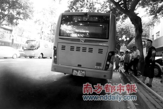 惠州公共汽车-南都记者田飞摄-抽测惠州249辆公交 59辆 黑尾巴高清图片