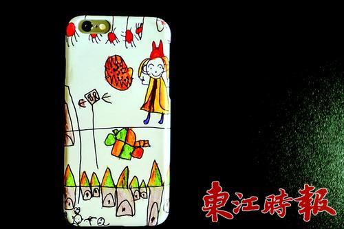 索剑将女儿的简笔画制成手机壳