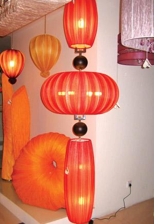 羊皮纸和实木,以及水晶制作而成的灯笼