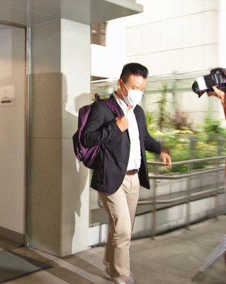 警员之后在垃圾桶发现被偷的内衣和马浩辉的银包
