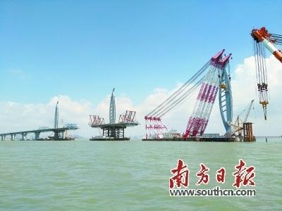 港珠澳大桥最后一座钢塔吊装 7月将全线合龙