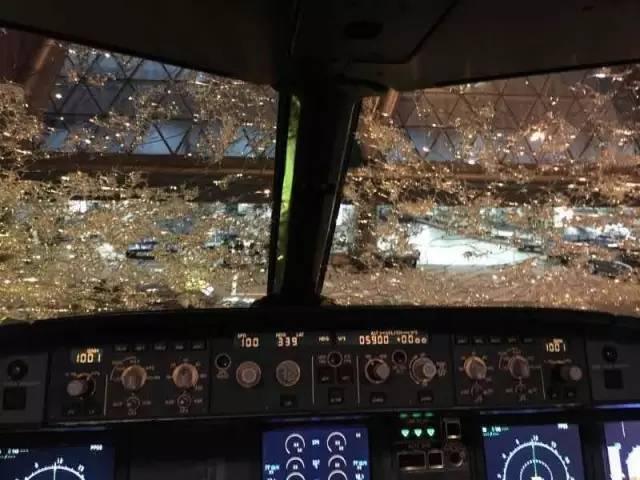 广州飞成都航班遇冰雹