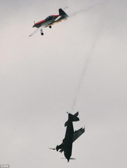 航展10架飞机相撞