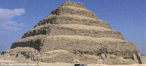 埃及借助卫星发现多座地下金字塔和古墓(图)