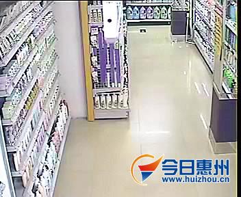 河源地震前,龙门县一家超市货物摆放整齐.
