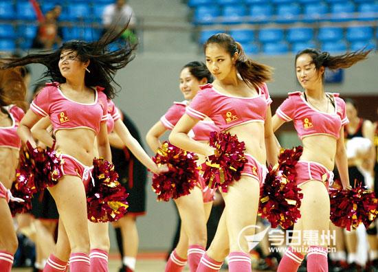 中国国家女篮与惠州明星男篮对抗赛引爆上千球迷热情