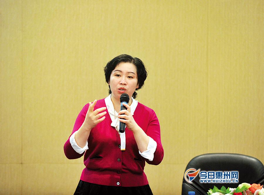 木偶的森林作者-儿童文学作家王一梅亮相书香节讲述童年故事
