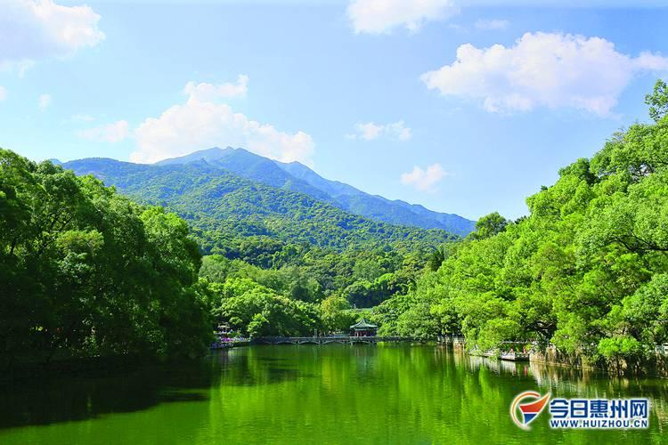 绿水青山的罗浮山景区.