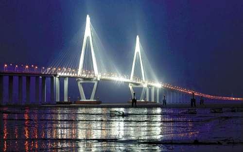 港珠澳大桥下月开工 总投资726亿元最快2015年完成
