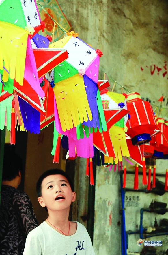 尤其是这种手工制作的传统灯笼很让人怀旧