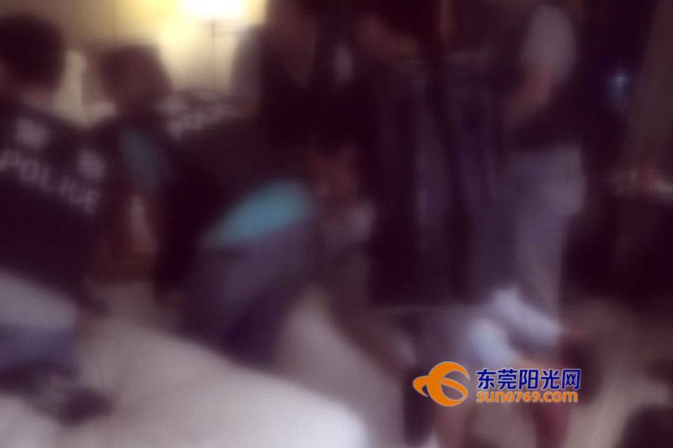 东莞6嫌犯贩毒马桶水箱藏枪