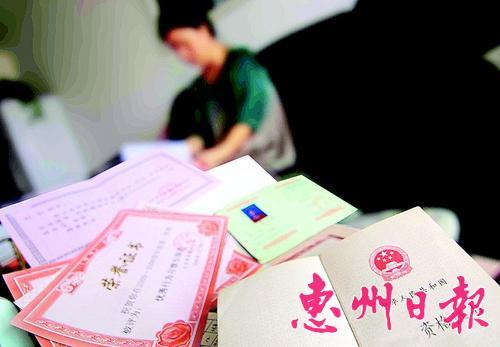 企业职工吴小姐考了一堆资格证书,反而纠结了.