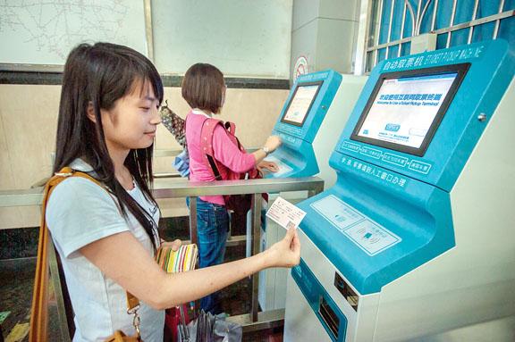 深圳的高铁票十分走俏