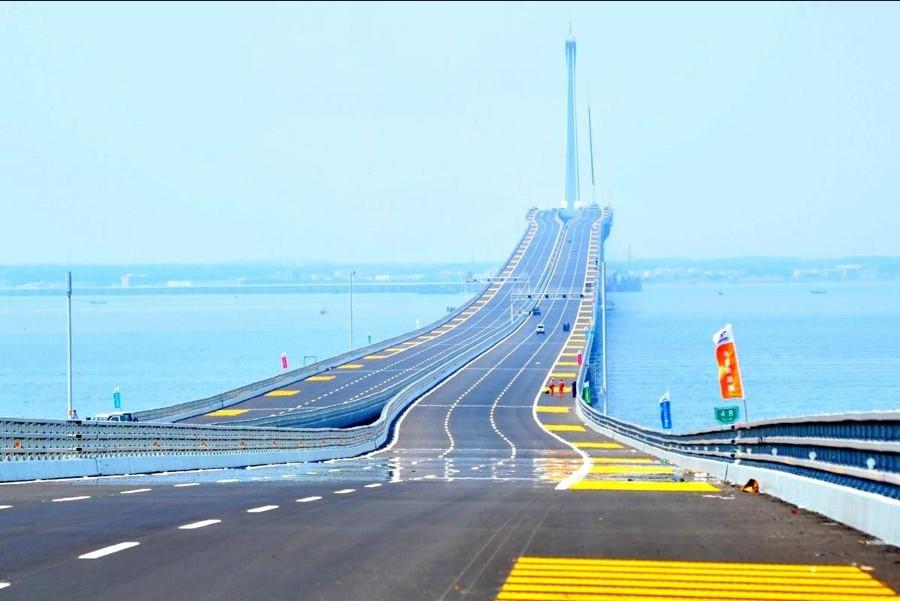世界最长<em>跨海大桥青岛胶州湾</em>大桥通过验收