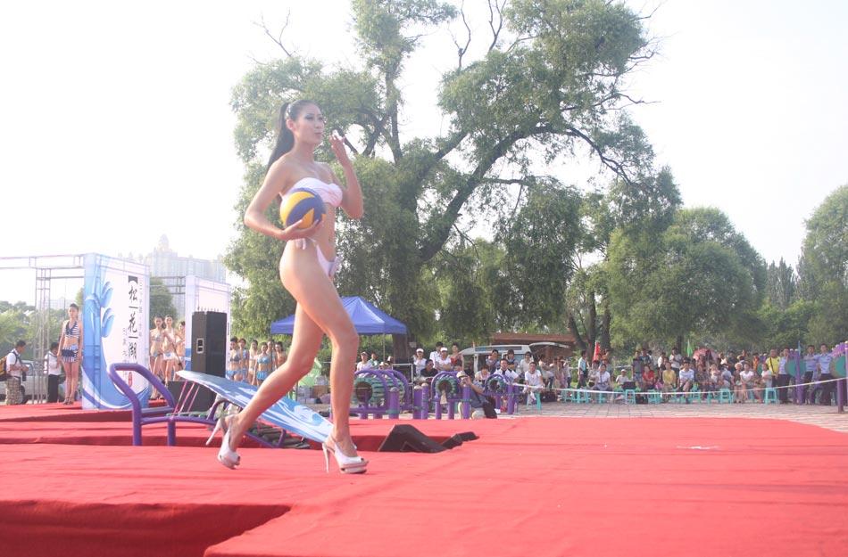 2012吉林松花湖形象大使评选在吉林市江滨公园沙滩