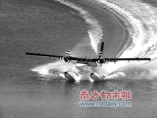 加拿大某机场正在滑翔的水上飞机
