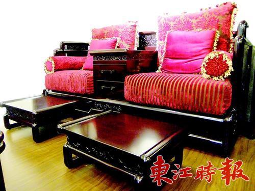 中国红布艺沙发演绎新中式风格