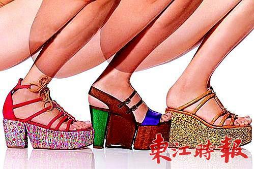 松糕鞋演绎笨笨时尚味