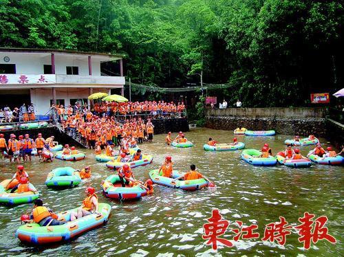 """""""到了桂山风景区就是奔着漂流来的.""""""""迷路""""笑着说."""