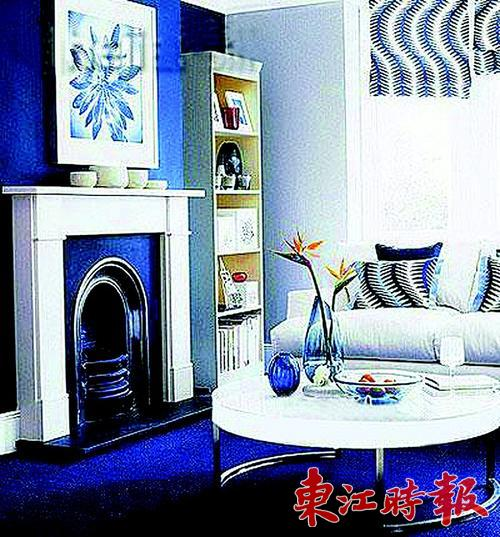 地板,墙面及窗户颜色由深蓝,浅灰到纯白色渐变,既拉伸了空间的层次