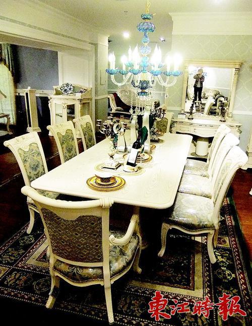 欧式宫廷风格餐桌椅品质不俗. 本组图片 《东江时报》记者周智聪 摄