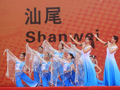 学校拟选派10名同学参加东莞市中学生拉拉队,届时到亚运会赛场为运动图片