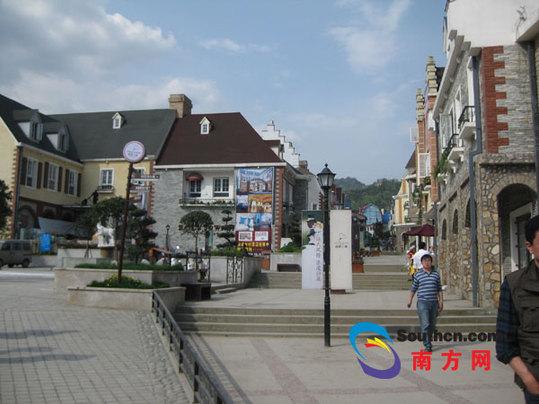 白鹿镇充满法式风情的街道 白鹿镇欧式风格的尖顶建筑 &nbsp