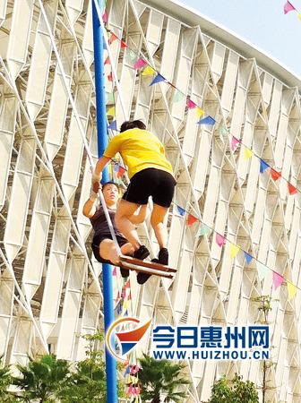 乌云塔娜在秋千比赛中荡出9.4米高度