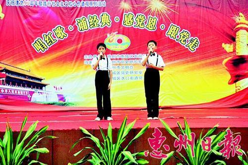 这是学生在朗诵《我的中国梦》.本报记者龚 妍 摄